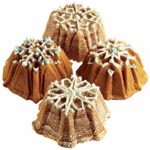 Lav smukke kager med iskrystaller til dessertbordet